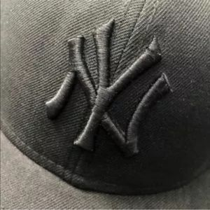 NEW ERA 59Fifty NY YANKEES HAT BLACK Fitted 7 3/8